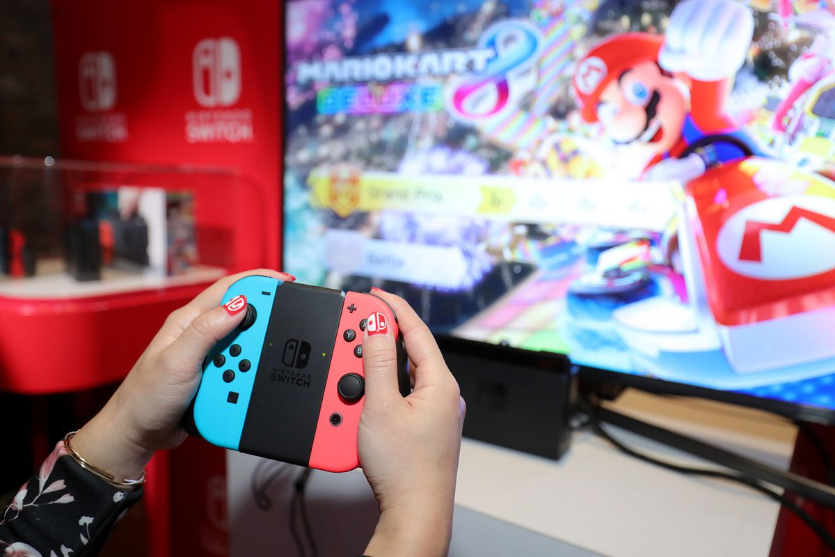 Nintendo Switch preview event - Joy-Con controllers in Grip / Mario Kart 8 Deluxe