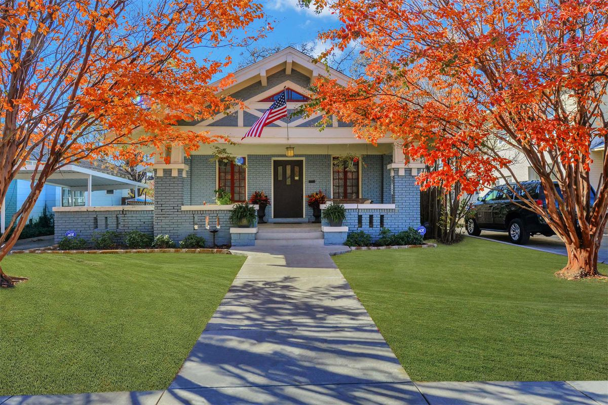 Cute 1916 craftsman with in law unit wants 339k curbed for Craftsman homes for sale in texas