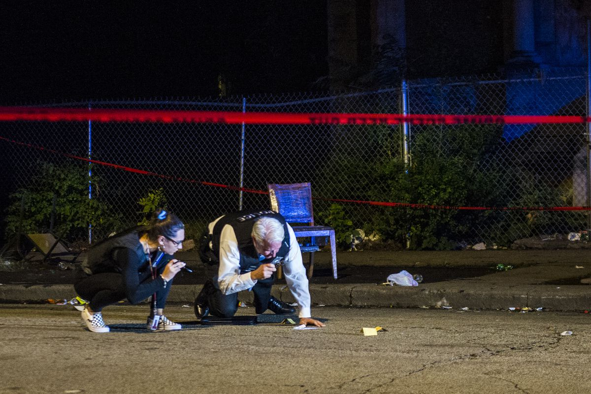Chicago police investigate two people shot Sunday night in the 3800 block of West Gladys. | Tyler LaRiviere/Sun-Times