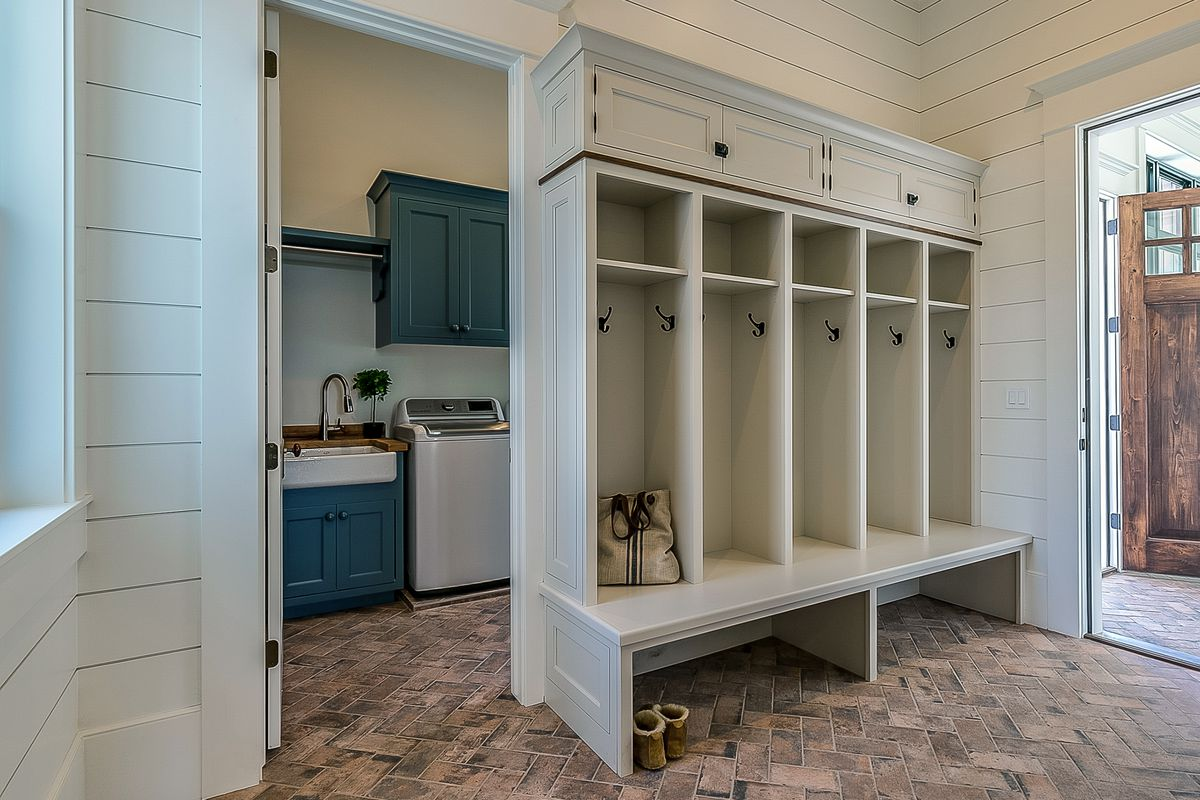 Mudroom with laundry room included.