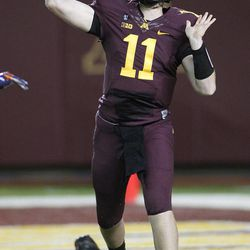 Minnesota quarterback Max Shortell throws against Syracuse in the first half of an NCAA college football game in Minneapolis, Saturday, Sept. 22, 2012.