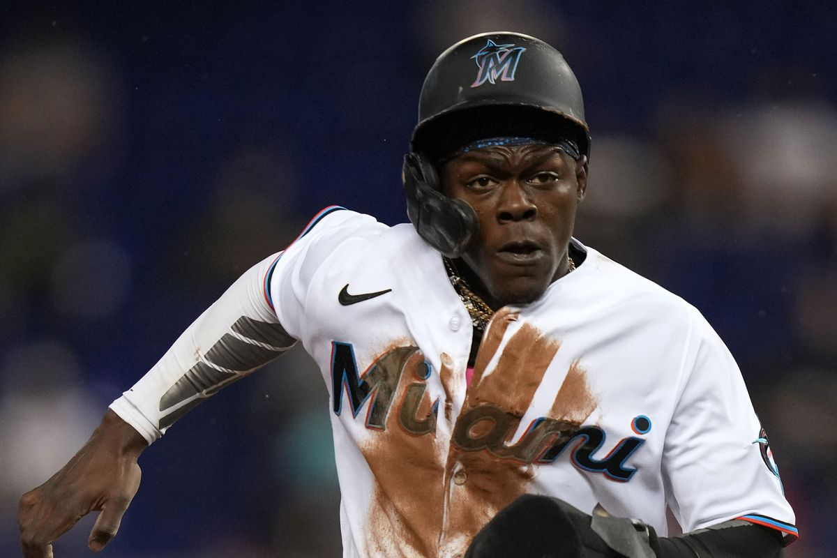 Miami Marlins second baseman Jazz Chisholm Jr. (2) advances to third base on the pop fly of left fielder Bryan De La Cruz (not pictured) in the 6th inning against the New York Mets at loanDepot park
