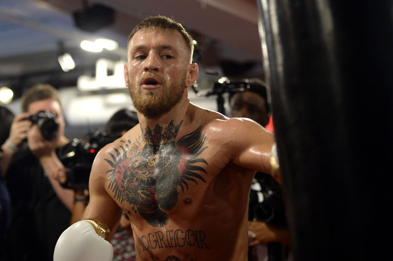 Conor McGregor giving Floyd Mayweather no chance in 8 oz. gloves   'He's not going two rounds'