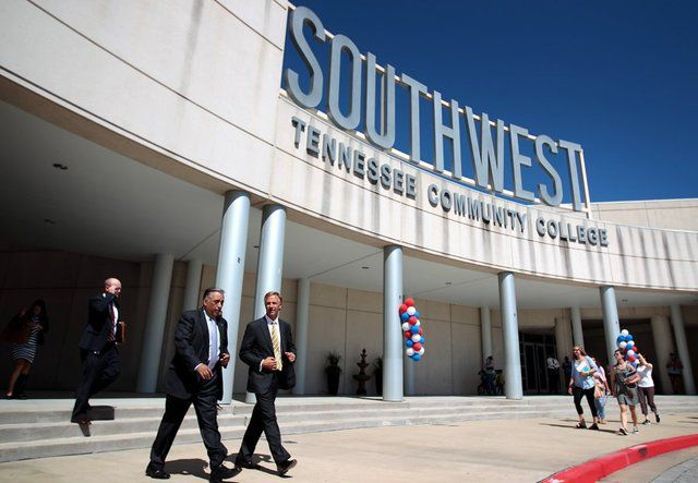 Gov. Bill Haslam visits Southwest Tennessee Community College in 2015. According to a new state report, 16 percent of recent graduates of Shelby County Schools went on to community college.