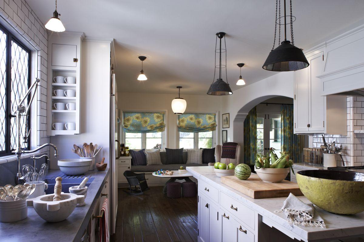 Alyson Hannigan/Alexis Denisof kitchen