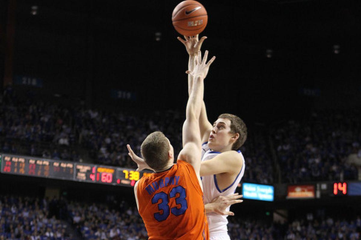 Kyle Wiljer showing da hook.