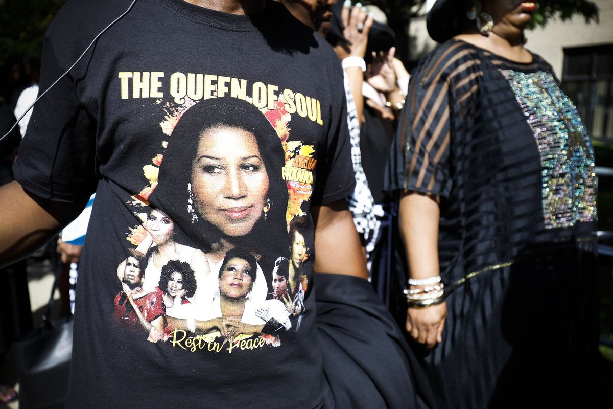 Fans of soul music icon Aretha Franklin line up outside Greater Grace Temple hoping to be one of the thousand members of the general public to be allowed into the singer's funeral.
