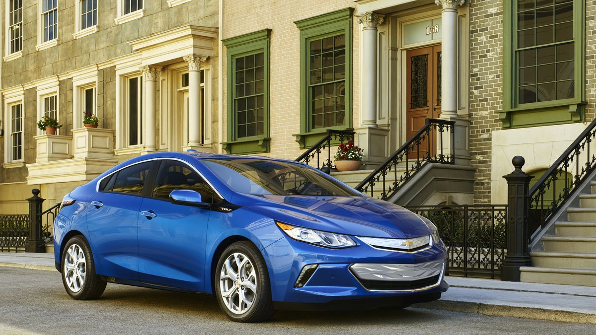 The 2016 Chevy Volt Can Now Go 50 Miles On Its Electric Battery Alone