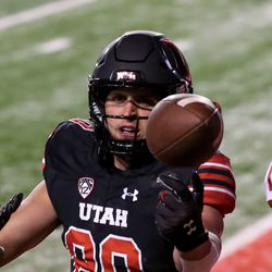 Utah Utes tight end Brant Kuithe (80) can't catch a pass into the end zone during the game against the USC Trojans at Rice-Eccles Stadium in Salt Lake City on Saturday, Nov. 21, 2020.
