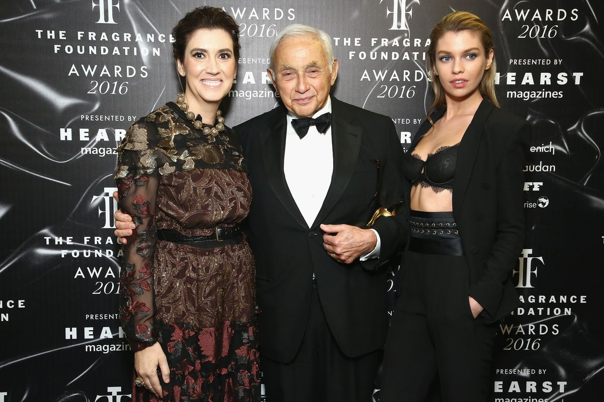Jeffrey Epstein S Mysterious Money Les Wexner Is His Only Known Client Vox