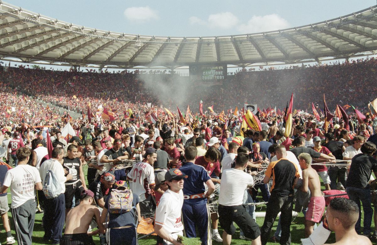 Roma fans celebrate