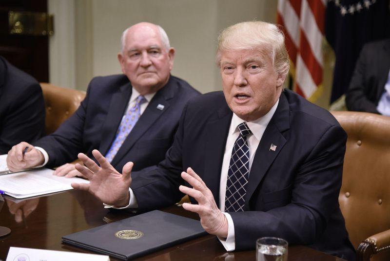 "672973948.jpg Trump: ""Tariffs are the greatest""; also farmers need $12 billion in aid because of tariffs"