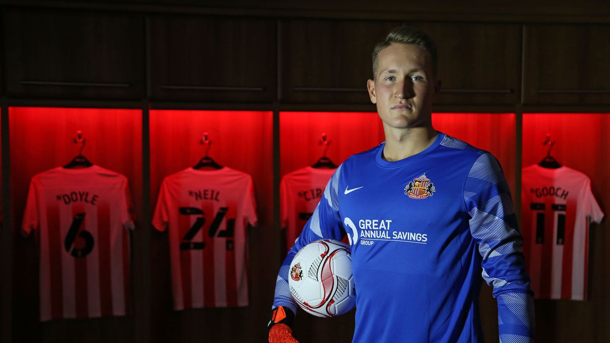 Sunderland Unveil New Signing Ron Thorbert-Hoffman