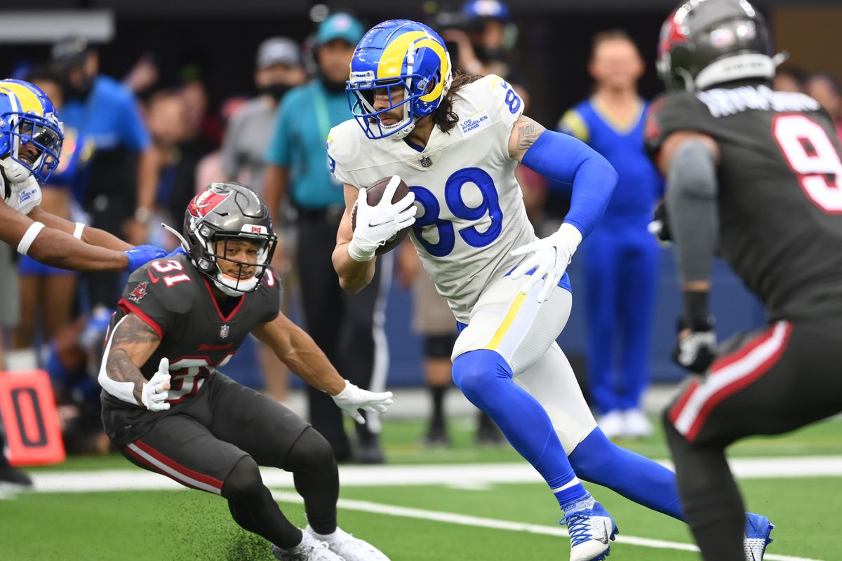 Los Angeles Rams tight end Tyler Higbee (89) takes the ball down field in the second half of the game against the Tampa Bay Buccaneers at SoFi Stadium.