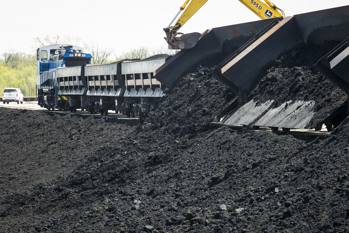 The biosolids train unloads solids from the Stickney Water Reclamation Plant to lagoons at the Lawndale Avenue Solids Management Area (LASMA).   Ashlee Rezin/Sun-Times
