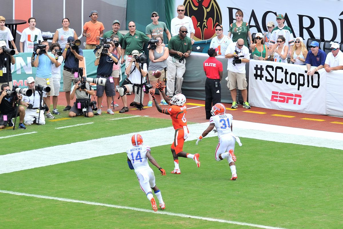Herb Waters hauls in a 1st quarter TD
