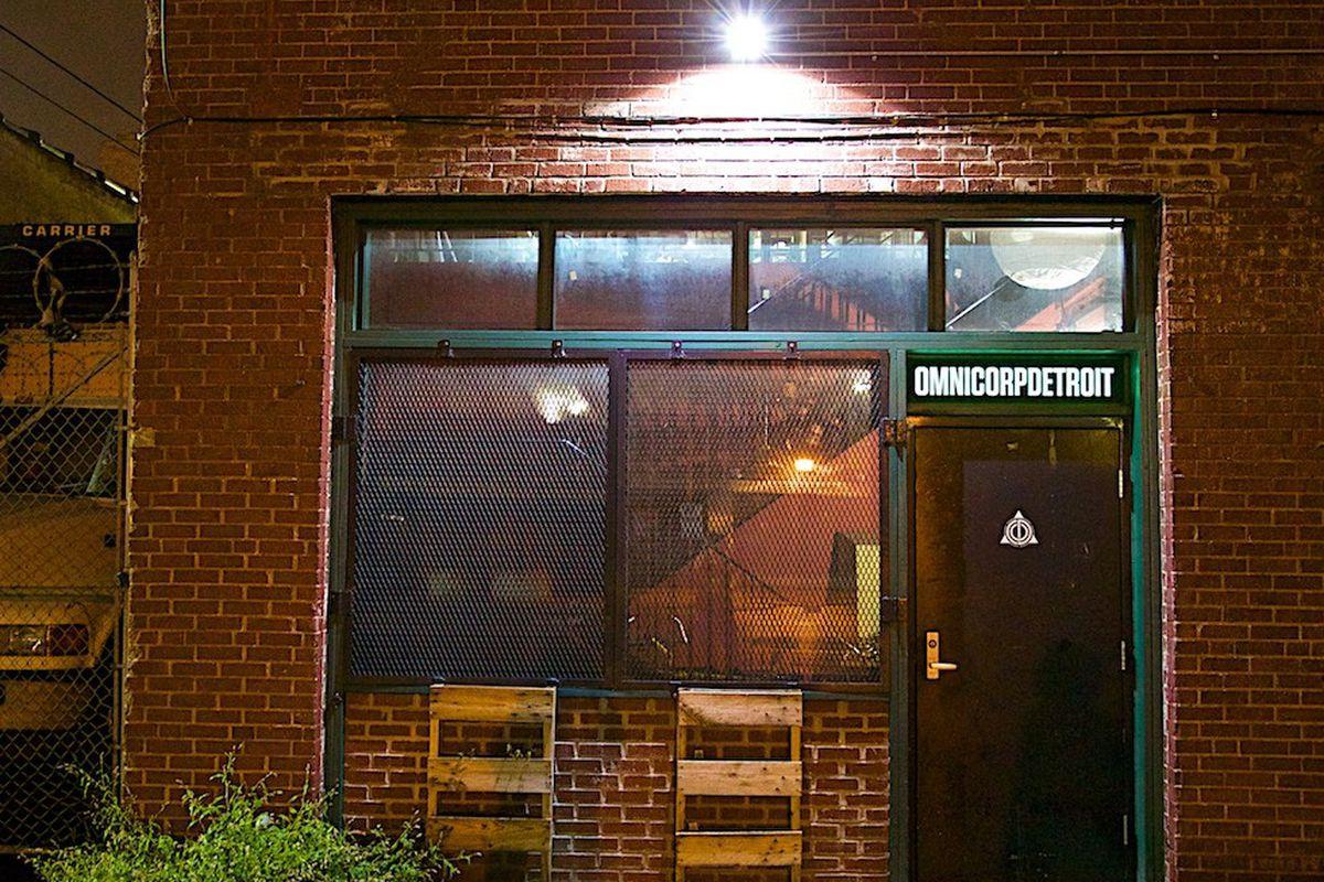 "Photos via <a href=""http://opportunitydetroit.com/blog/omnicorp-detroit-hackerspace/"">Opportunity Detroit</a>"