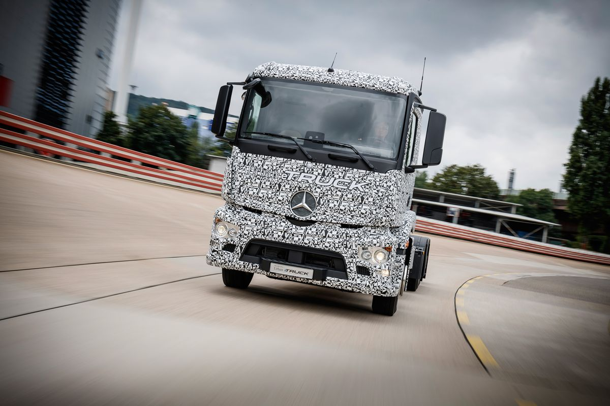 Mercedes Benz And Daimler Trucks Yesterday Unveiled A Prototype Called The Urban Etruck Heavy Duty All Electric Truck Meant To Be Used In Around
