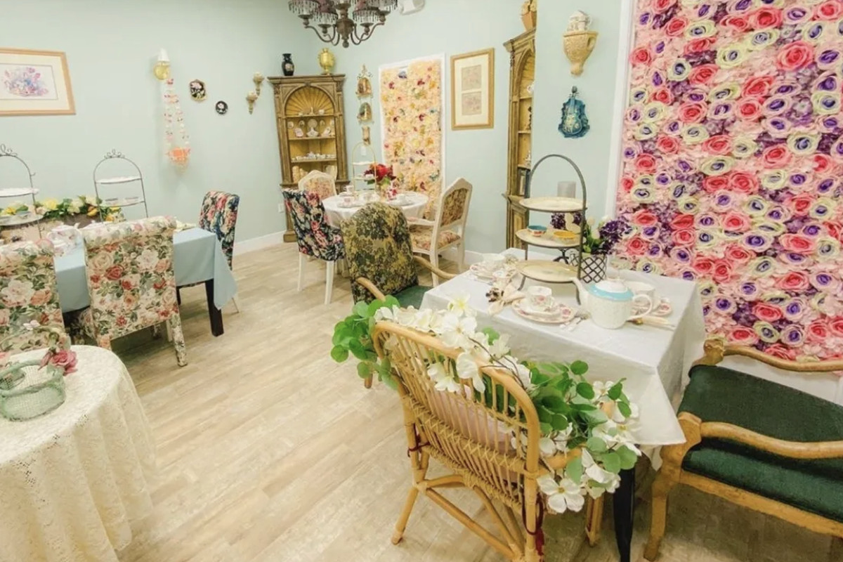 A room decorated with flowers