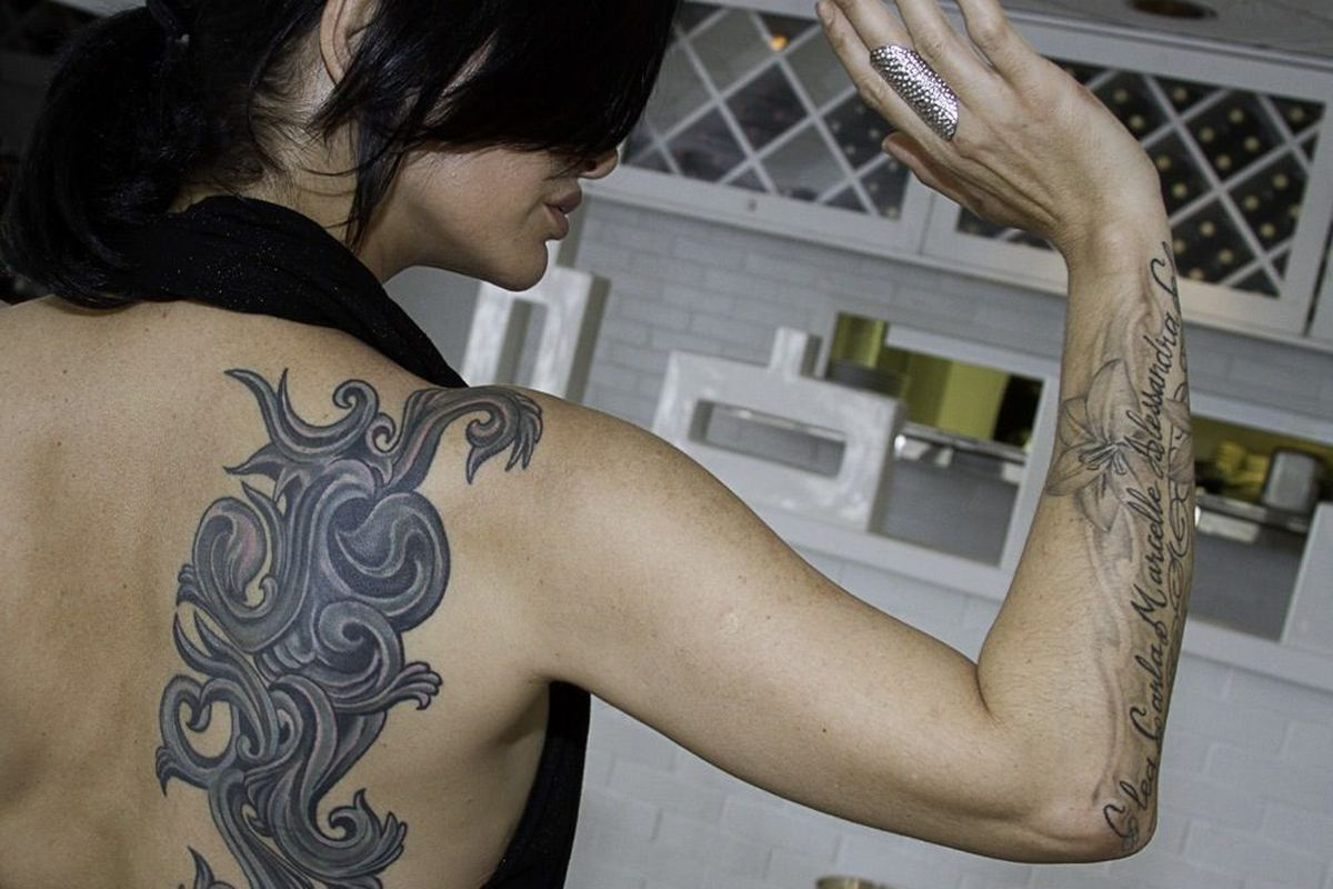 Carla Pellegrino shows the storm tattoo on her back.