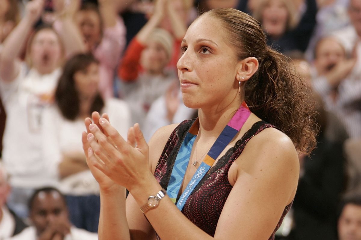 We found a pic of Diana Taurasi without her bun. That made my day!