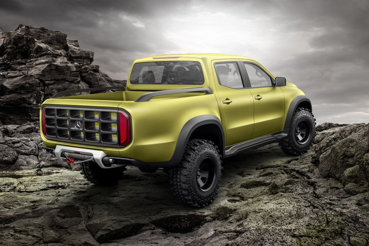 This is mercedes benz 39 s new premium pick up truck the verge for The new mercedes benz truck