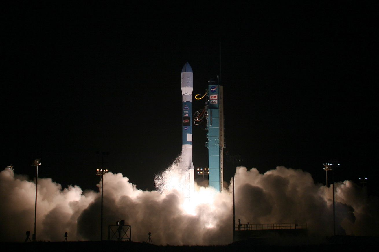 watch the last flight of the delta ii rocket as it puts a laser pulsing satellite into orbit
