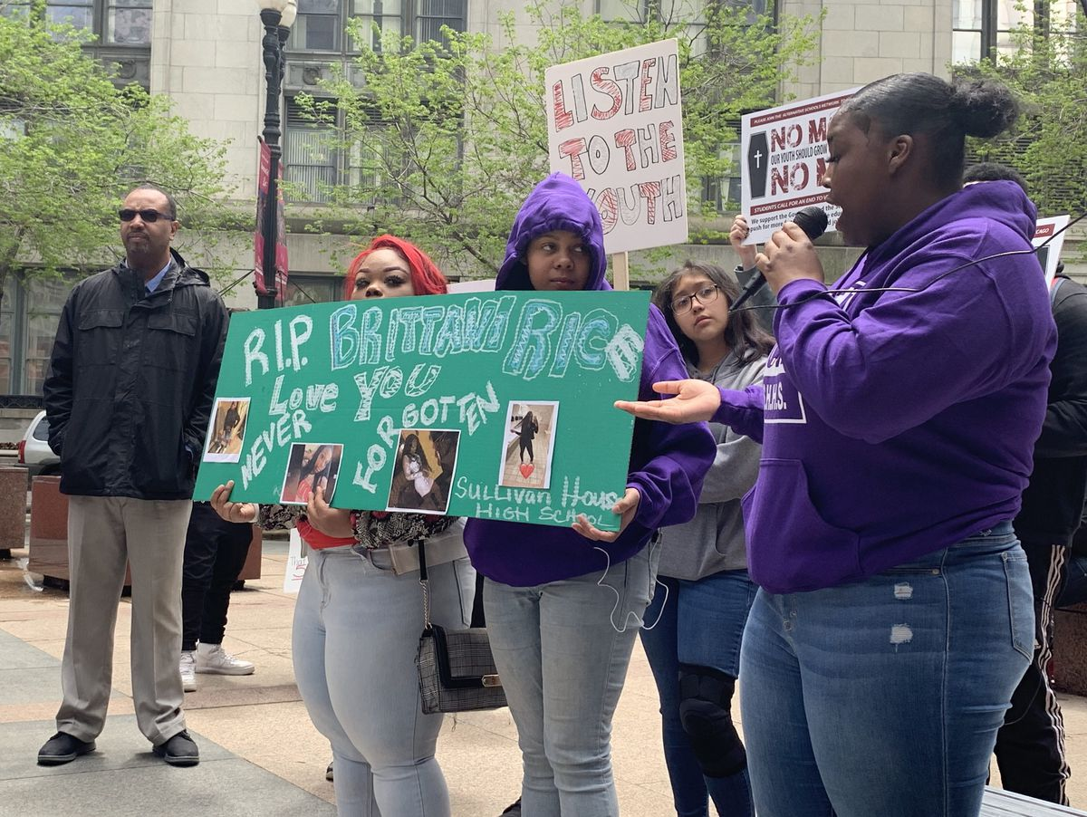 Ashley Rush right) grieved with fellow students after three murders of students who attended Alternative Network Schools in the last four weeks | Nirmal Mulaikal/Sun-Times