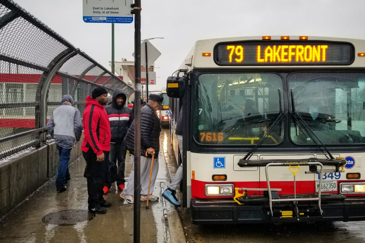 CTA bus services losing riders in the last decade, data shows