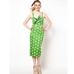 "<a href=""http://us.asos.com/ASOS-Pencil-Skirt-in-Retro-Daisy-Print/zpoh2/?iid=2766851&SearchQuery=daisy&sh=0&pge=1&pgesize=20&sort=-1&clr=Green&mporgp=L0FTT1MvQVNPUy1QZW5jaWwtU2tpcnQtaW4tUmV0cm8tRGFpc3ktUHJpbnQvUHJvZC8."">Pencil Skirt in Retro Daisy Print<"