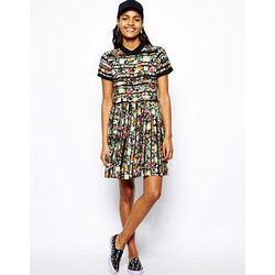 """<a href=""""http://www.asos.com/River-Island/River-Island-Floral-Waisted-Dress/Prod/pgeproduct.aspx?iid=3868407&cid=13499&sh=0&pge=0&pgesize=204&sort=3&clr=Green"""">River Island Floral Waisted Dress</a>, $42.34 (was $56.46)"""