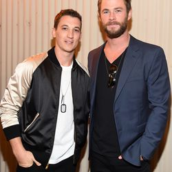 Miles Teller (left) ignoring the obvious trend of the night that Chris Hemsworth (right) is pulling off oh so well.