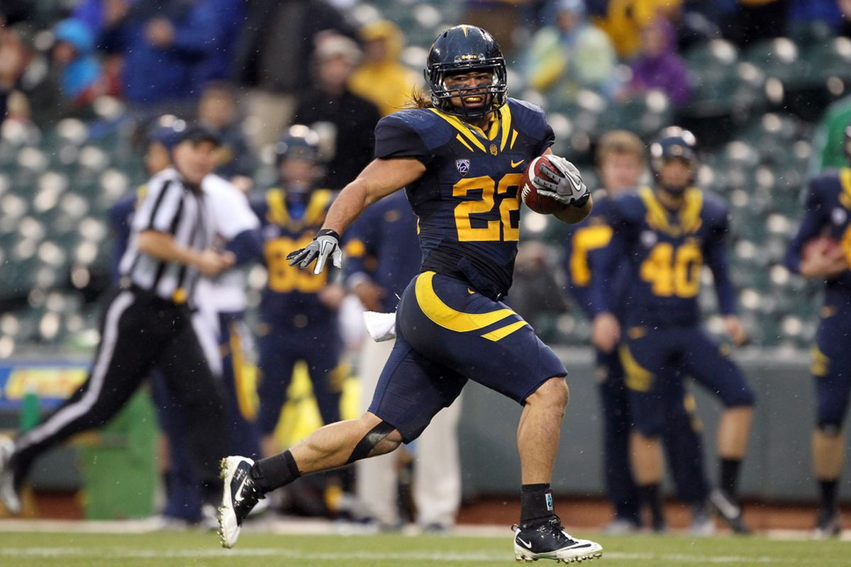 SAN FRANCISCO, CA - NOVEMBER 05: Will Kapp #22 of the California Golden Bears runs in for a touchdown against the Washington State Cougars  at AT&T Park on November 5, 2011 in San Francisco, California.  (Photo by Ezra Shaw/Getty Images)