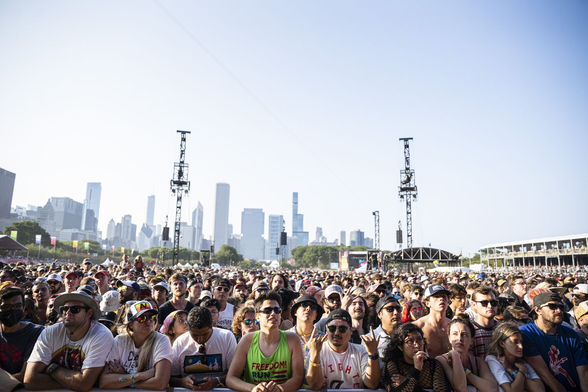 Fans of Modest Mouse listen to the band on Day 4 of Lollapalooza.