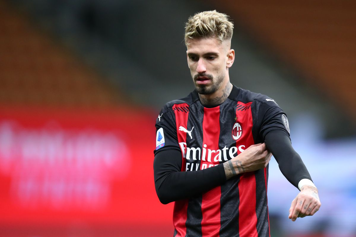 Samu Castillejo of Ac Milan looks on during the Serie A...