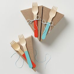 """<span class=""""credit""""><b>Anthropologie</b> Picnic Pie Set, <a href=""""http://www.anthropologie.com/anthro/product/home-giftswelove/27587963.jsp"""">$14</a></span><p>"""
