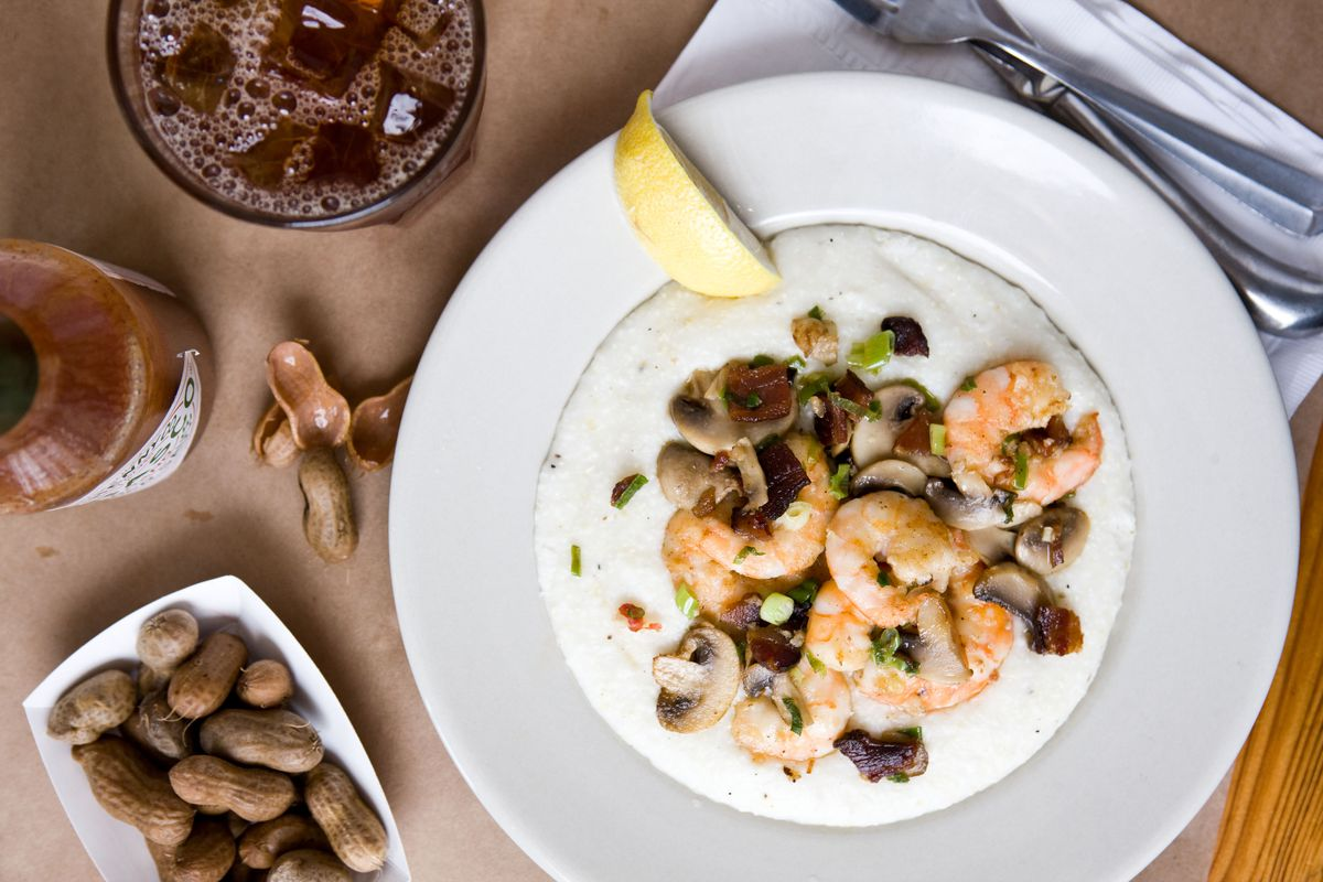 Shrimp and grits at Hominy Grill