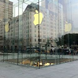 """Image via <a href=""""http://www.macrumors.com/2011/11/04/apples-new-fifth-avenue-store-cube-fully-revealed/"""" rel=""""nofollow"""">MacRumors</a>"""