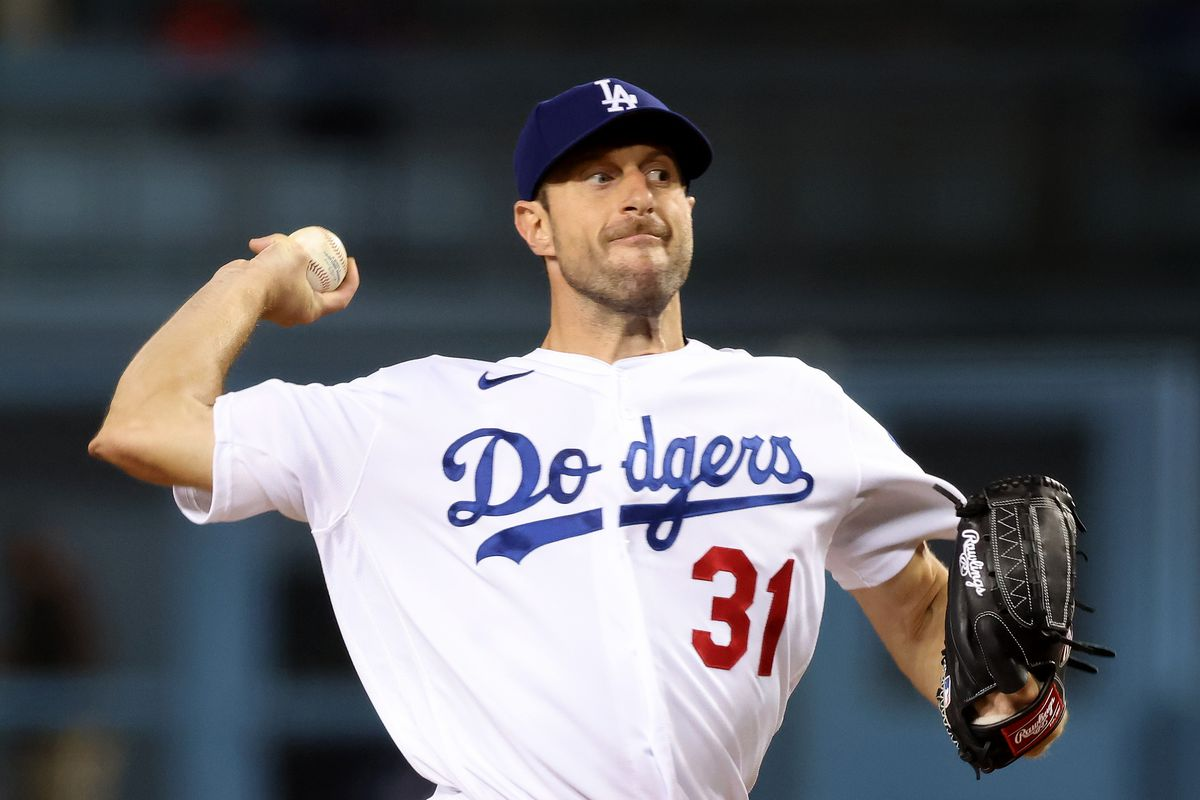 Max Scherzer #31 of the Los Angeles Dodgers pitches during the first inning against the San Diego Padres at Dodger Stadium on September 29, 2021 in Los Angeles, California.