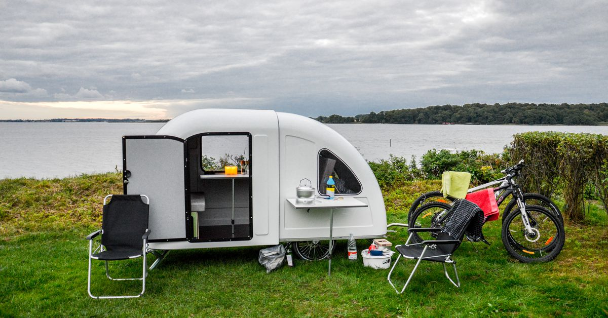 this tiny camper trailer is pulled by a bike curbed. Black Bedroom Furniture Sets. Home Design Ideas