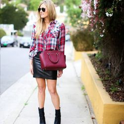 "Devon of <a href=""http://www.devonrachel.com""target=""_blank"">Devon Rachel</a> is wearing a Rails top, an <a href=""http://www.anthropologie.com/anthro/product/clothes-skirts/4120209025465.jsp?cm_sp=Grid-_-4120209025465-_-Regular_30&cm_mmc=CJ-_-Affiliates-_"