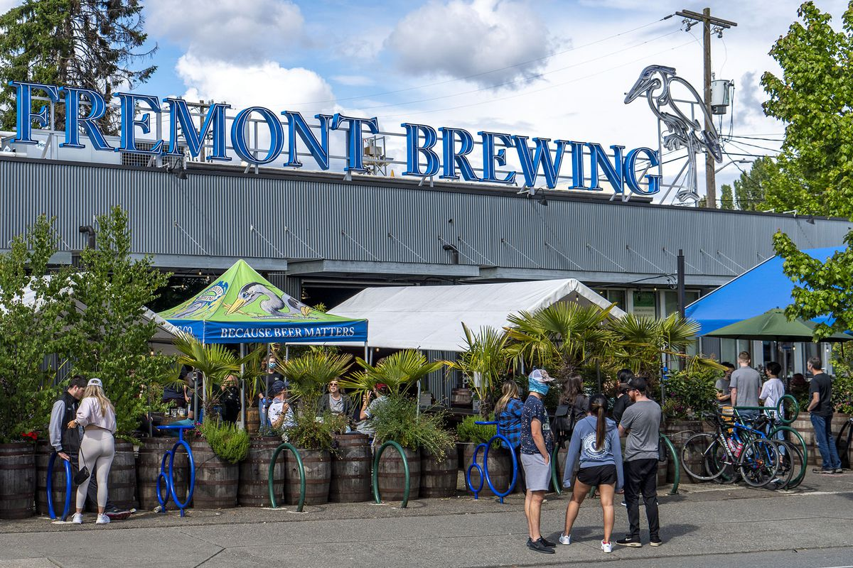Lines outside Fremont Brewing on a sunny day