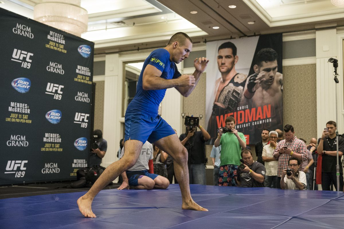 ec77f22b2e UFC fighters give Reebok gear mixed reviews heading into first weekend of  deal