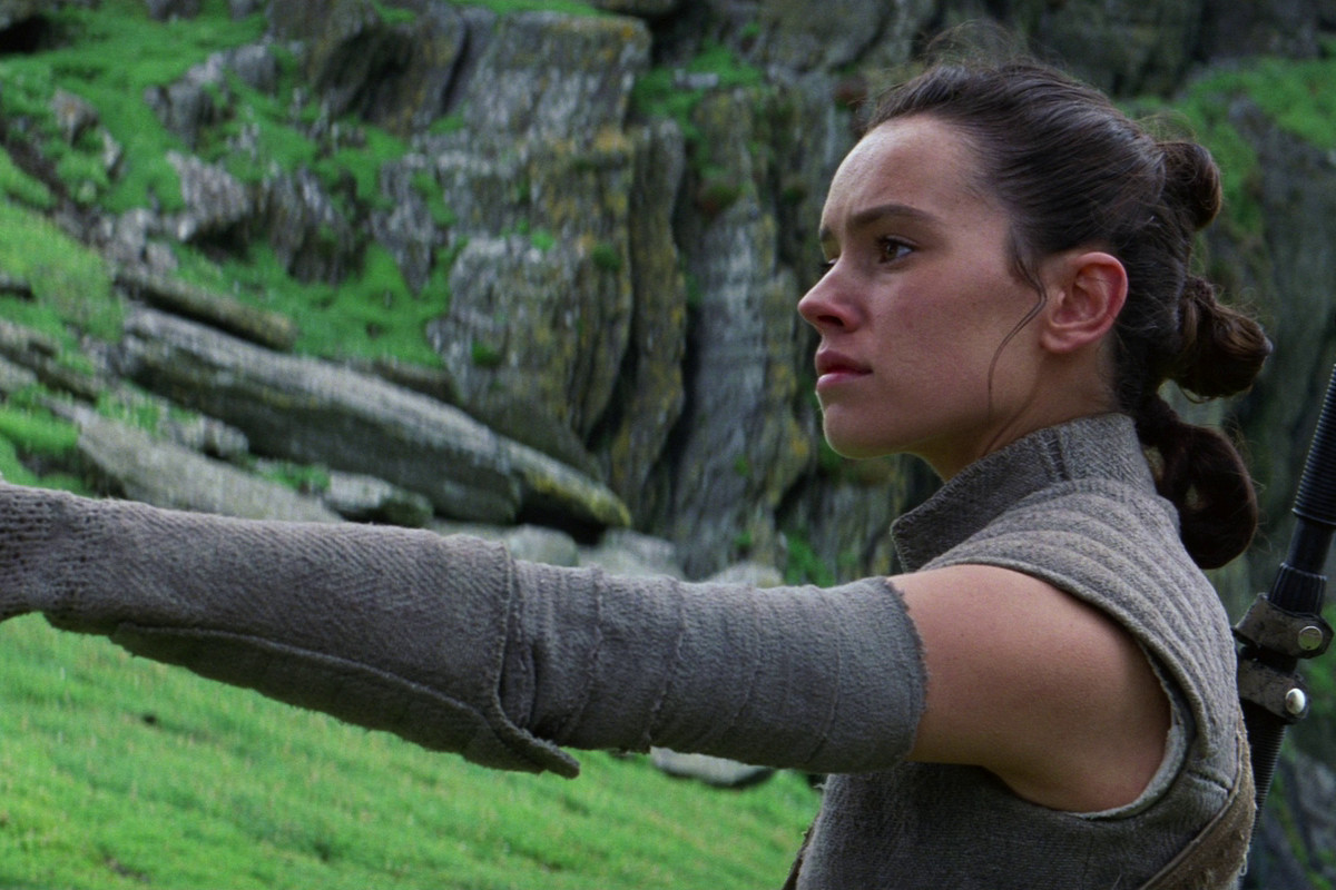 Star Wars: The Last Jedi - Rey holding out lightsaber