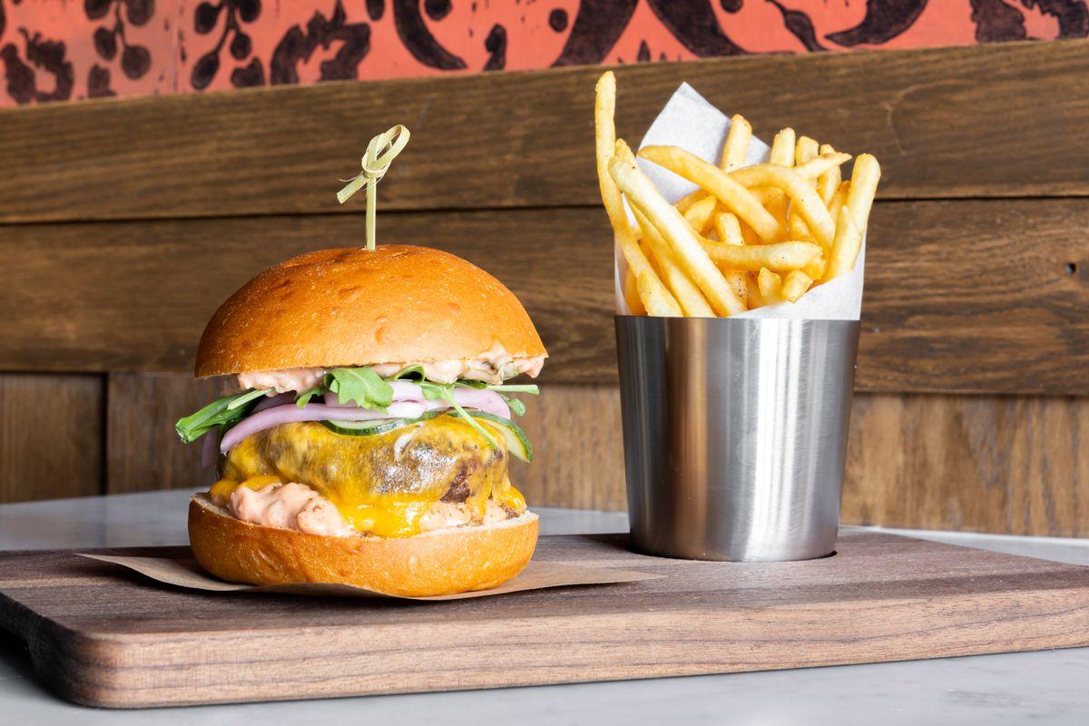 Burger at Luna