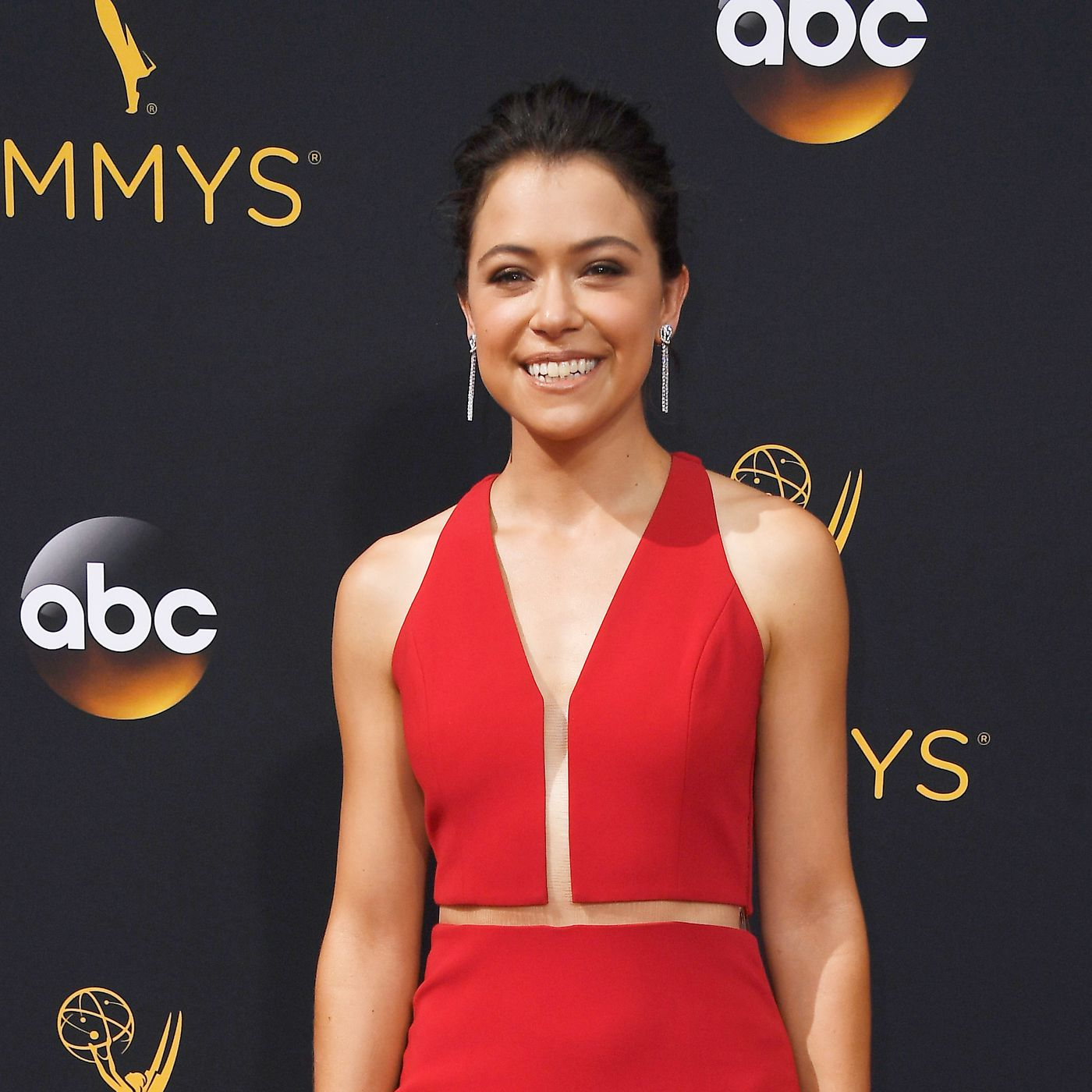 Emmys 2016: Tatiana Maslany wins for Orphan Black (finally) - The Verge