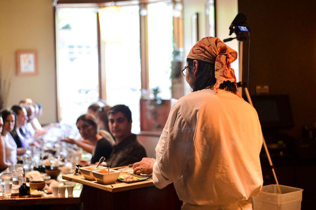 Hirohiko Kirita instructing the sushi-making class at Chiso