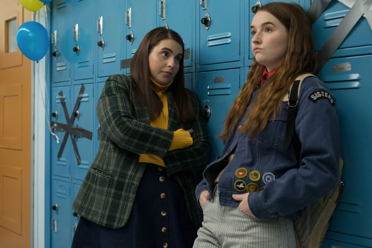 Booksmart - Molly and Amy confer by the lockers