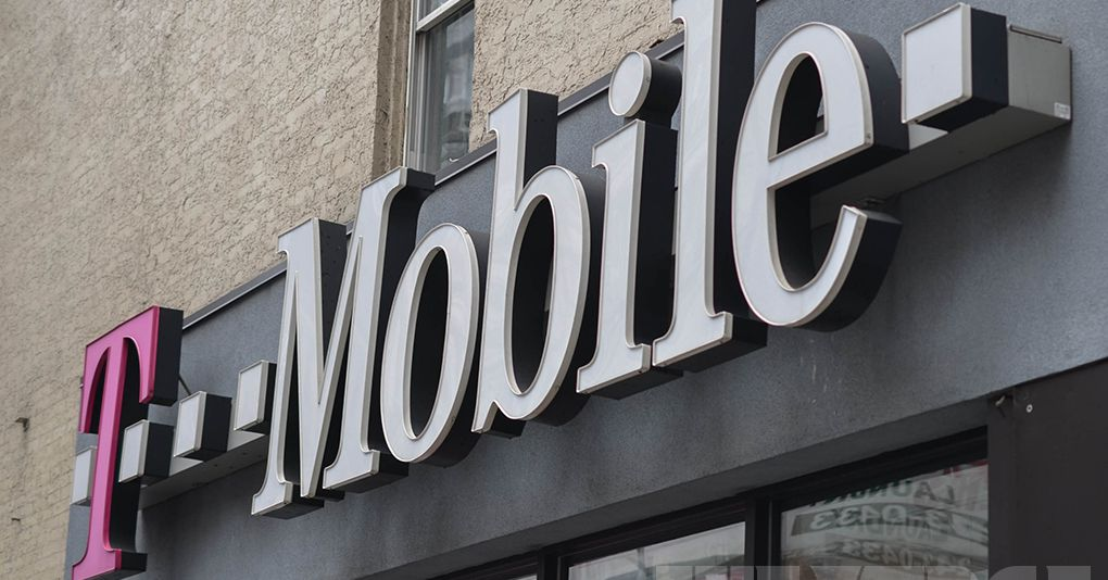 Cellphone outages hit T-Mobile, Sprint, AT&T and Verizon customers
