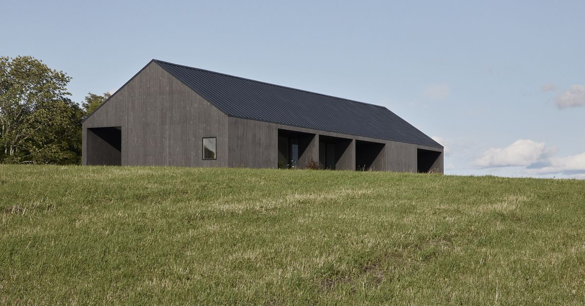 Barn-like modern home does simplicity right